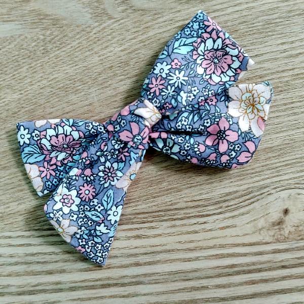 Floral girl clip